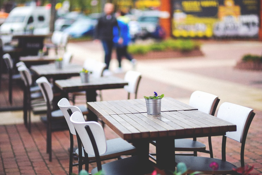city-restaurant-lunch-outside-large